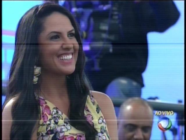 """Graciele Lacerda, mulher de Zezé di Camargo, estava na plateia do programa """"Xuxa Meneghel"""""""