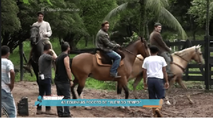 1.dez.2015 - Rafael Cardoso leva o seu próprio cavalo para gravações de
