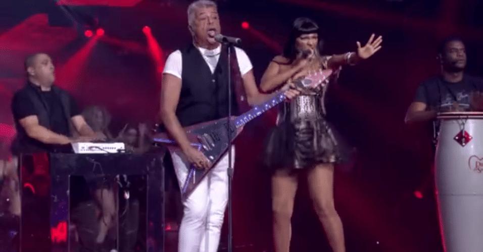 26.dez.2015 - Lulu Santos surpreendeu o público logo no início do programa ao cantar a música