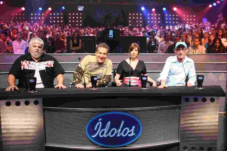 """2006 - Carlos Eduardo Miranda, Thomas Roth, Cyz Zamorano e Arnaldo Saccomani na primeira edição de """"Ídolos"""", reality musical do SBT - Divulgação/SBT"""