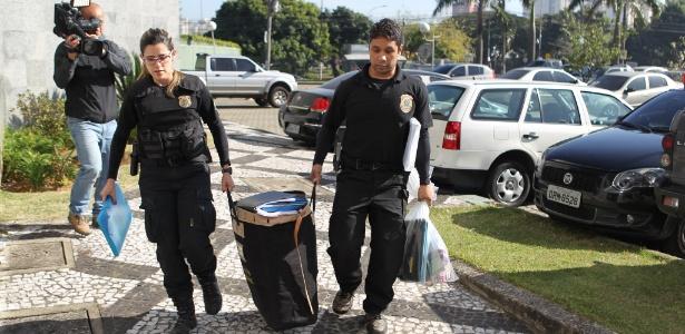 28.jun.16 - Agentes da Polícia Federal em São Paulo durante a operação Boca Livre - Rafael Arbex/Estadão Conteúdo