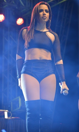 29.jul.2016 - A cantora carioca Anitta fez show junto com o Nego do Borel na madrugada desta sexta-feira em Brasília