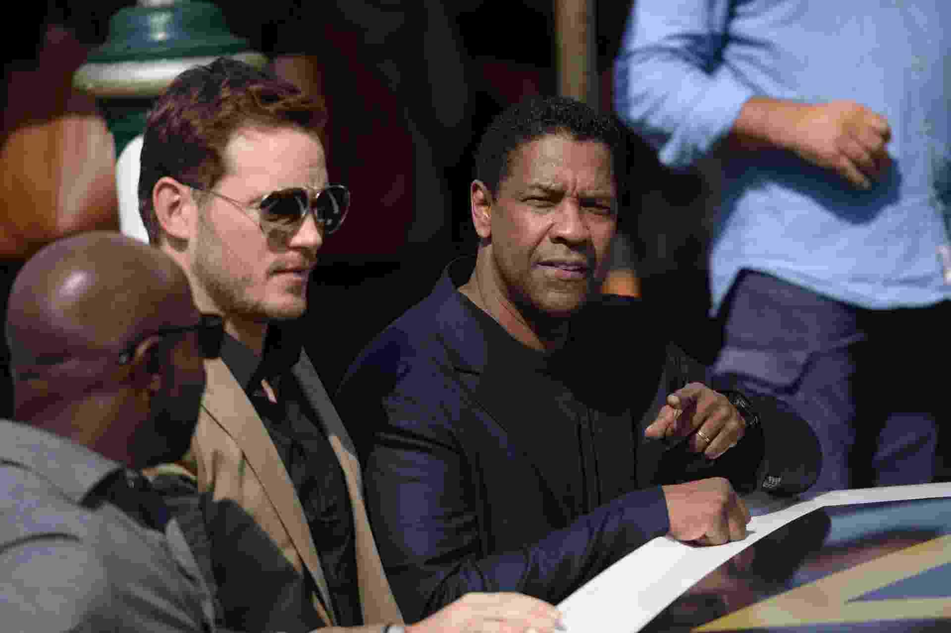 "10.set.2016 - Chris Pratt e Denzel Washington Denzel Washington promovem o filme ""The Magnificent Seven"" no Festival de Veneza - FILIPPO MONTEFORTE/AFP"
