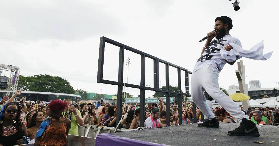 12.fev.2017 - 12.fev.2017 - Russo Passapusso, do BaianaSystem.  O bloco Exagerado e a banda BaianaSystem comandam neste domingo (12) o segundo dia do evento Carnaval na Praça, no Memorial da América Latina, na zona oeste de São Paulo