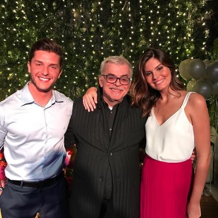 Walcyr Carrasco com Camila Queiroz e Klebber Toledo no aniversário do casal - Reprodução/Instagram/walcyrcarrasco