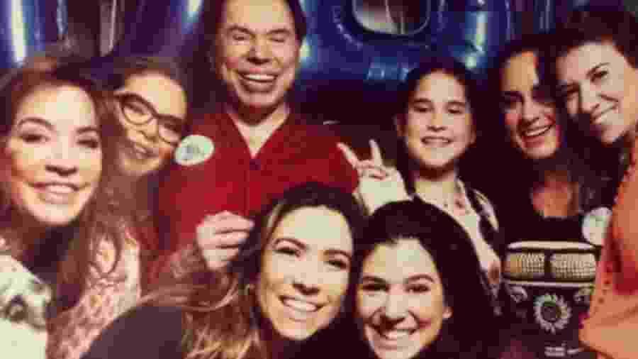 Silvio Santos com a mulher, Iris, as filhas Cintia, Silvia, Patrícia, Rebeca e Renata, além da neta, Amanda - Reprodução/Instagram/silviaabravanel