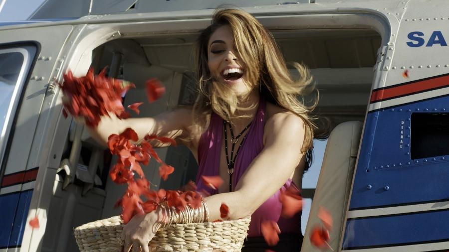 """Bibi (Juliana Paes) faz surpresa para o marido em """"A Força do Querer"""" - Reprodução/GShow"""