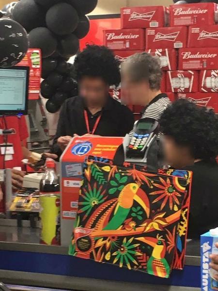 Unidade do Extra usou perucas afro em funcionários durante Black Friday - Cristiane Guterres