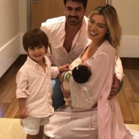 Adriana e Rodrigão com os filhos, Rodrigo e Linda - Reprodução/Instagram/rodrigaooficial