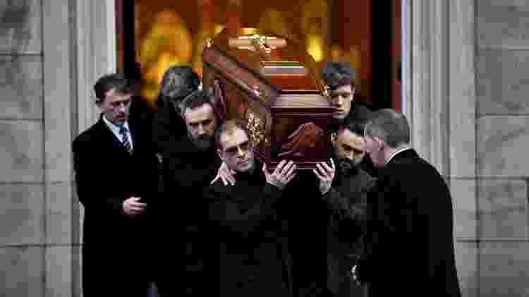 Caixão de Dolores O'Riordan deixa a catedral de St. Joseph após cerimônia pública  - REUTERS/Clodagh Kilcoyne  - REUTERS/Clodagh Kilcoyne