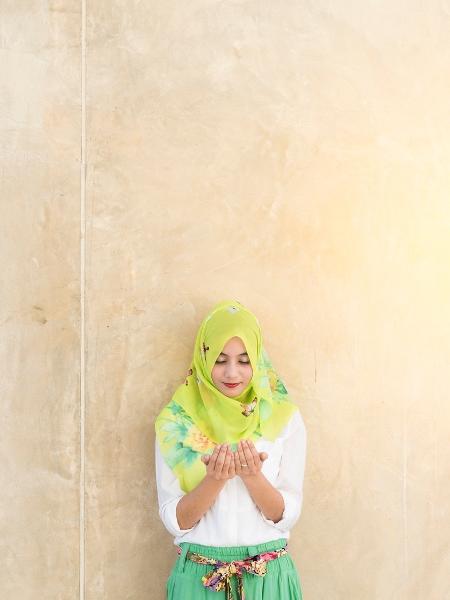 A peregrinação à Meca é um dos pilares do Islã, mas a experiência religiosa não vem livre de assédio para muitas mulheres - Getty Images