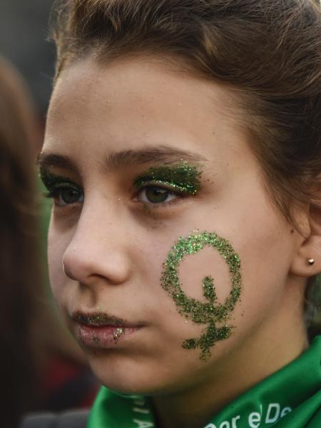 Ativista em manifestações pró-aborto na Argentina. - AFP