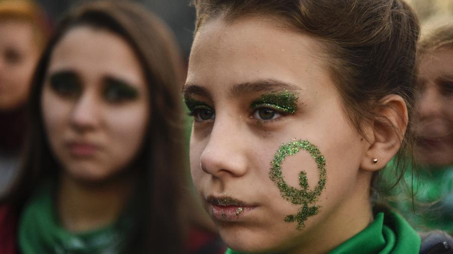 O aborto é um tema quente na Argentina no momento, com manifestações pró e contra a sua descriminalização - AFP