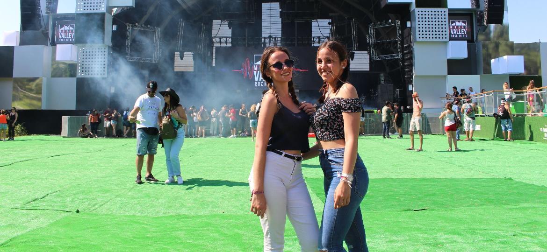 As amigas portuguesas Leonor Cardoso, 20, e Cristiane Leal, 21, curtem o Rock in Rio Lisboa 2018 - Felipe Branco Cruz/UOL