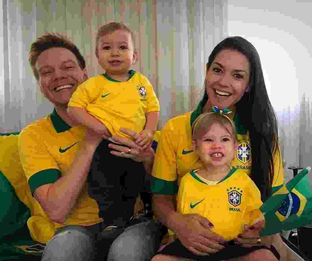 Teló e Thaís Fersoza estão na torcida pelo Brasil com Melinda e Teodoro - Reprodução/Instagram