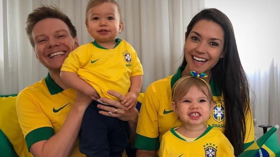 Teló e Thaís Fersoza com Melinda e Teodoro - Reprodução/Instagram