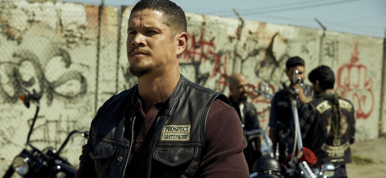 """JD Pardo é EZ Reyes, protagonista de """"Mayans M.C."""", série derivada de """"Sons of Anarchy"""" - Divulgação"""