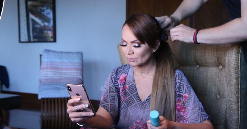Cantora Solange Almeida será madrinha de Nicole Bahls