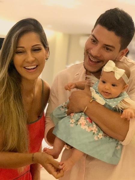Mayra Cardi e Arthur Aguiar mostram rosto de filha - Reprodução/Instagram