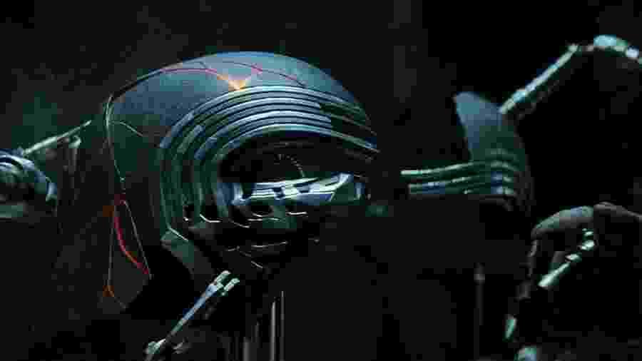 """O capacete de Kylo Ren (Adam Driver) em """"Star Wars IX: The Rise of Skywalker"""" - Divulgação"""
