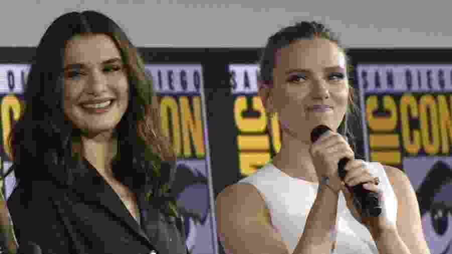 Rachel Weisz (esq) e Scarlett Johansson, que estão no elenco de Viúva Negra - Chris Delmas / AFP