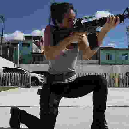 Danni Suzuki aprendeu a atirar para atuar em Arcanjo Renegado - Reprodução/ Instagram