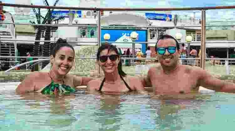 O uruguaio Javier Vitabar com a companheira, Veronica Yuber, e a amiga Bianca Wanderleia Ramos - Divulgação/ Filipi Dahrlan