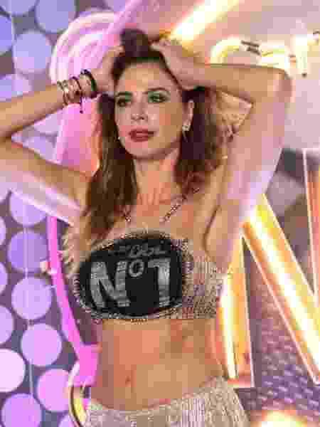 Luciana Gimenez surge de look preto e prateado no Camarote CarnaUOL N1 - Gianne Carvalho/UOL