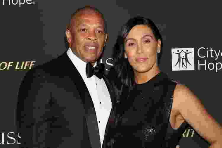 11.10.2018 - O rapper Dr. Dre (à esq.) com a ex-mulher, Nicole Young, em evento em Los Angeles (EUA) - Paul Archuleta/FilmMagic - Paul Archuleta/FilmMagic