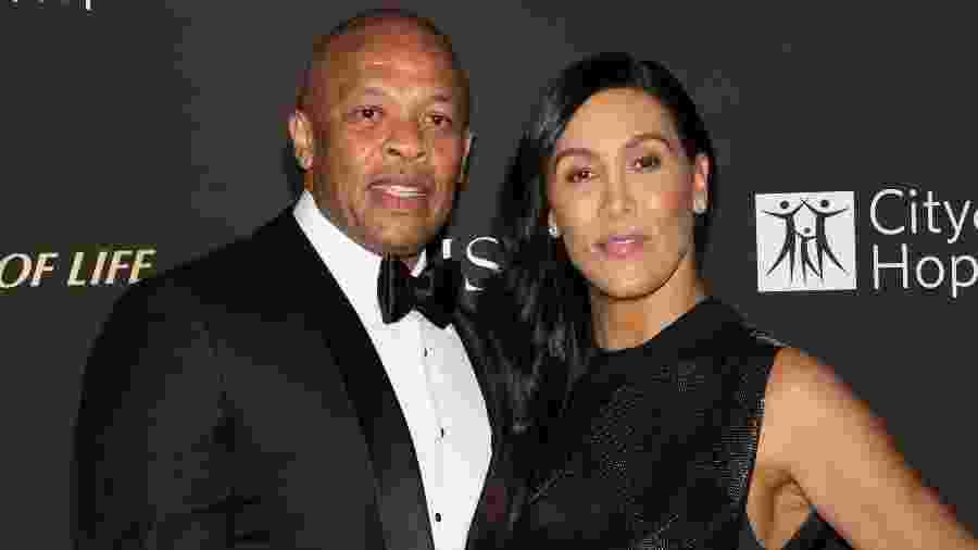 11.10.2018 - O rapper Dr. Dre (à esq.) com a ex-mulher, Nicole Young, em evento em Los Angeles (EUA) - Paul Archuleta/FilmMagic