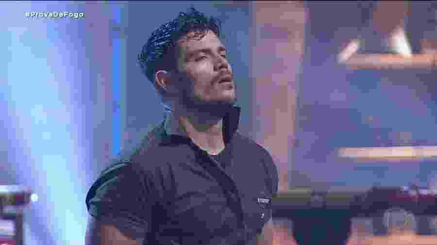 JP Gadelha vence prova de fogo realizada no domingo (13), mas só exibida no programa de segunda-feira (14) - Reprodução/RecordTV