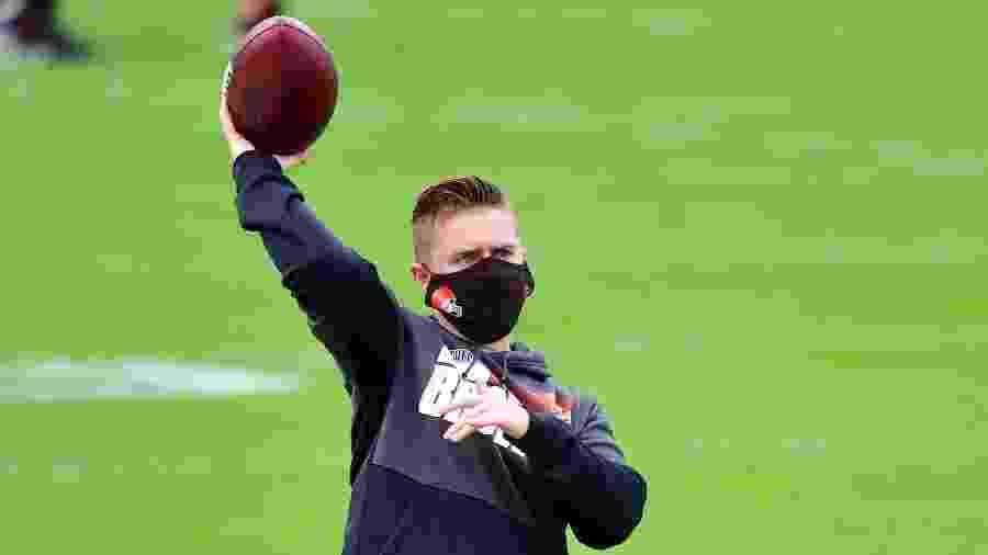 Callie Brownson será a primeira mulher que entra em campo no comando de um time da NFL  - Getty Images