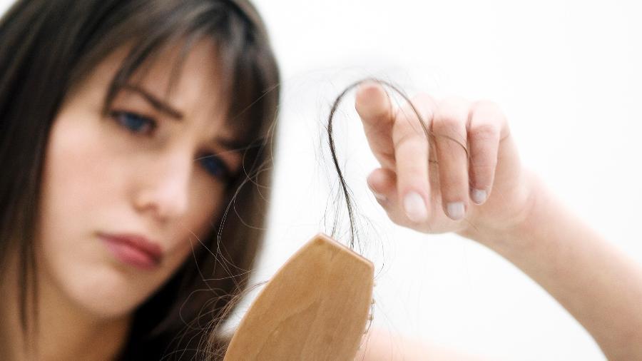 Queda de cabelo é comum, mas diversos produtos podem tratar e reverter o problema - Getty Images