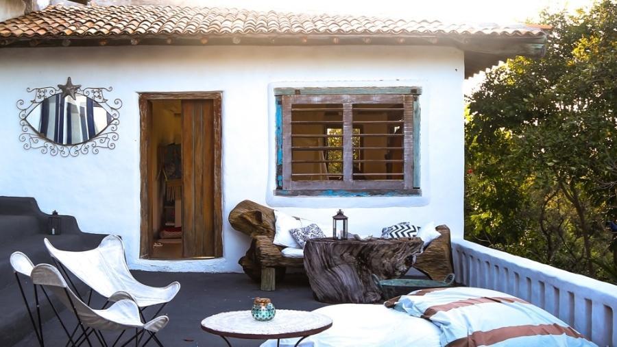 Casa de Joana Vieira na Praia do Espelho, em Trancosco (BA), é um santuário em meio a natureza - Thiago Mancini/Divulgação