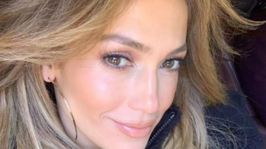Aos 52 anos, atriz e cantora chamou a atenção nas redes sociais - Imagem: Reprodução/Instagram@jlo
