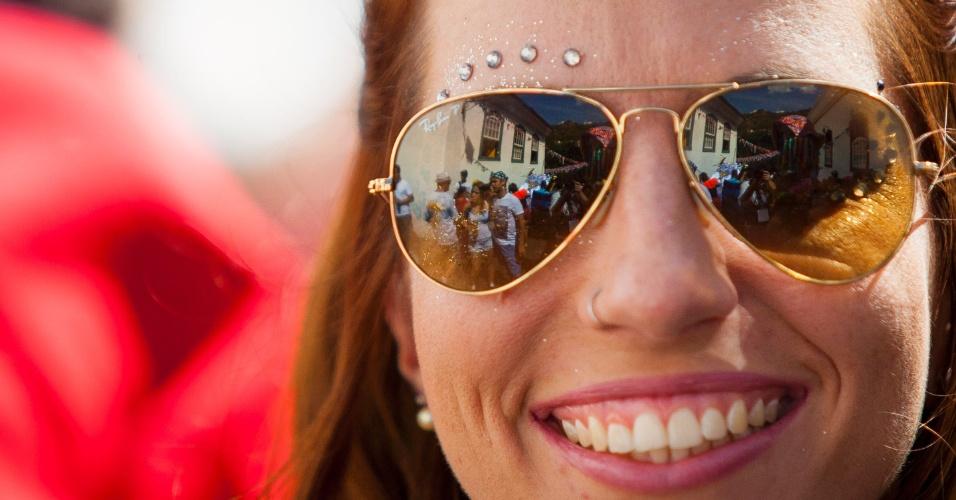 6.fev.2016 - Bloco Liga pra Rádio colore as ruas históricas de Ouro Preto