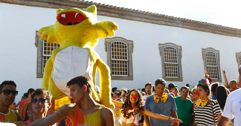 8.fev.2016 - O Gato de Botas arrastou foliões por Tiradentes na tarde da segunda-feira de Carnaval