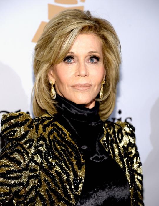14.fev.2016 - A atriz Jane Fonda em um baile pré-Grammy no Beverly Hilton Hotel, em Beverly Hills, nos Estados Unidos