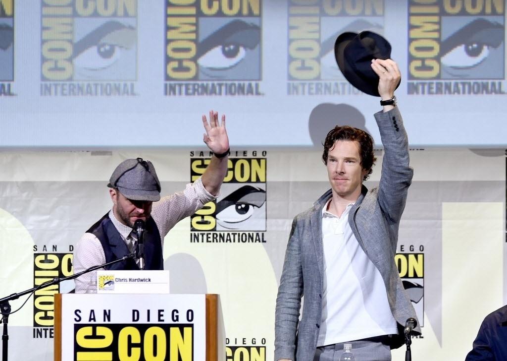 24.jul.2016 - O moderador Chris Hardwicke o ator Benedict Cumberbatch no painel de