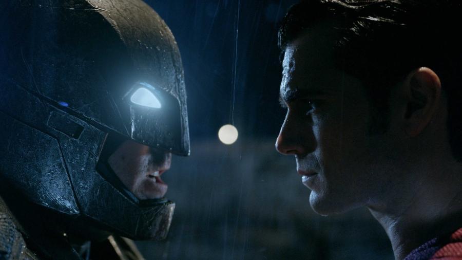 """Ben Affleck e Henry Cavill em cena de """"Batman vs Superman: A Origem da Justiça"""" (2016) - Reprodução"""