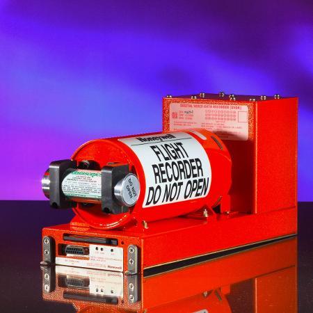 A caixa-preta, na verdade, é laranja - isso ajuda a localizar o aparelho em um resgate - Divulgação