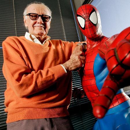 Stan Lee e sua criação, o Homem-Aranha - Reprodução/Jonathan Alcorn/Bloomberg/Getty Images