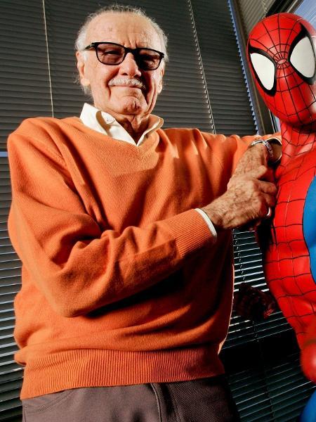 Stan Lee fazendo aparição surpresa na DC? Pode acreditar - Reprodução/Jonathan Alcorn/Bloomberg/Getty Images