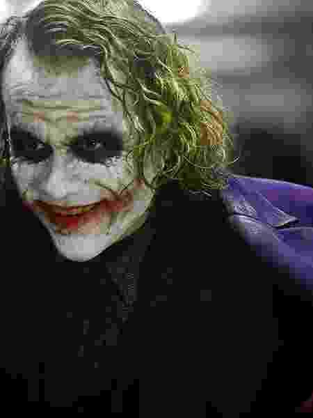 Heath Ledger em cena de Batman: O Cavaleiro das Trevas (2008) - Divulgação