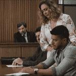 Diego (Arthur Aguiar) assina divórcio ao lado de Nádia (Eliane Giardini) - Reprodução/Globo