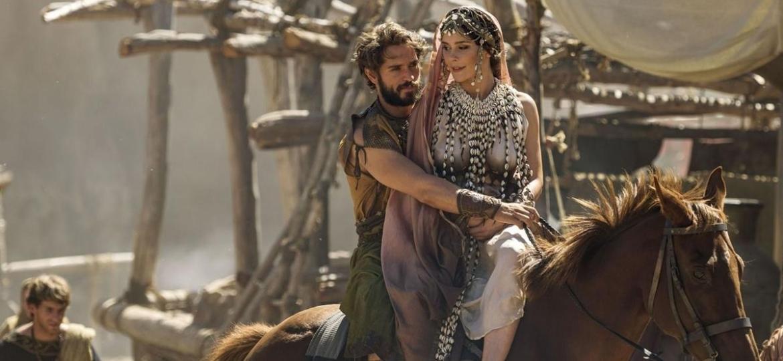 Cassandra faz uma previsão na série Troia: A queda de uma cidade - Divulgação