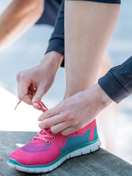 Na hora de escolher um tênis, o principal é observar se ele ficou confortável - iStock