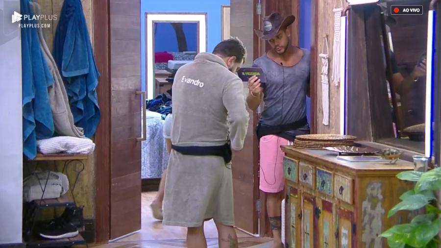 """Peões se preparam para fazer as malas em """"A Fazenda 10"""" - Reprodução/PlayPlus"""