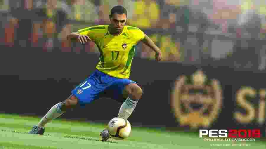"""O jogador Denílson estará em """"PES 2019"""", que também passa a ser embaixador do game. - Divulgação"""