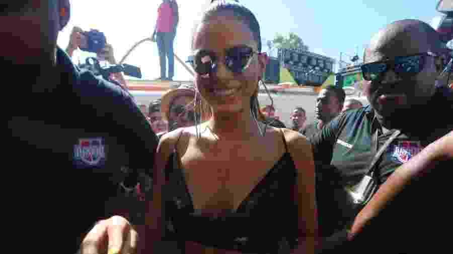 A atriz Bruna Marquezine chega para acompanhar o bloco de Ivete Sangalo no circuito Barra-Ondina - Wesley Costa/Agnews